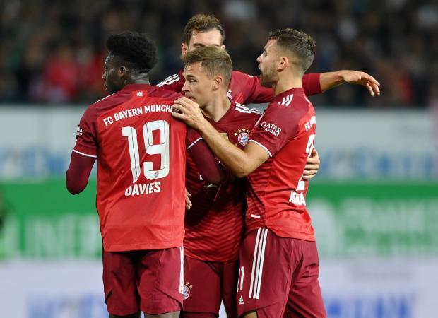 «Бавария» обыграла на выезде «Гройтер Фюрт», заканчивая матч вдесятером