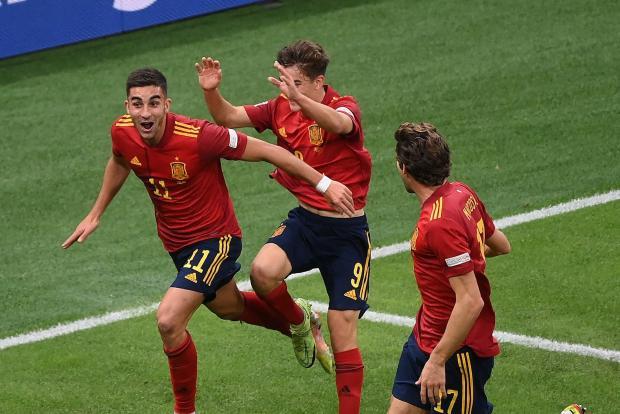 Испания забила Италии два гола, Карасев удалил Бонуччи