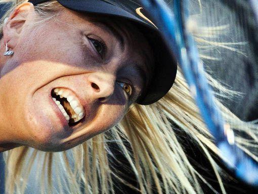 Шарапова лидирует в чемпионской гонке WTA [ФОТО]