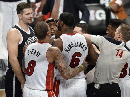 «Бруклин» одолел «Майами» после двух овертаймов, «Финикс» уступил «Мемфису»