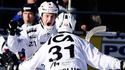 Шведские бомбардиры обошли Ломанова на ЧМ по хоккею с мячом