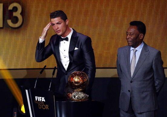Криштиану Роналду получил «Золотой мяч ФИФА». Все подробности