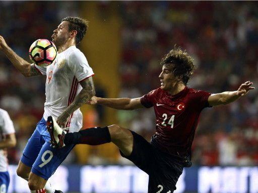 Сборная России в дебютном матче Черчесова сыграла вничью с Турцией