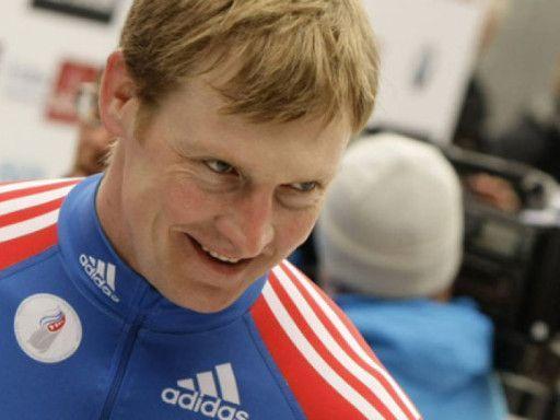 Четверка Зубкова сохранила лидерство после второй попытки