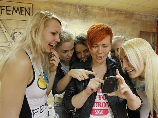 Участницы Femen готовят секс-акции к приезду английских фанатов на Евро-2012