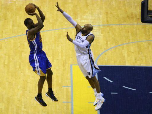 127ceb0c Как правильно выполнять бросок в баскетболе - Советский спорт