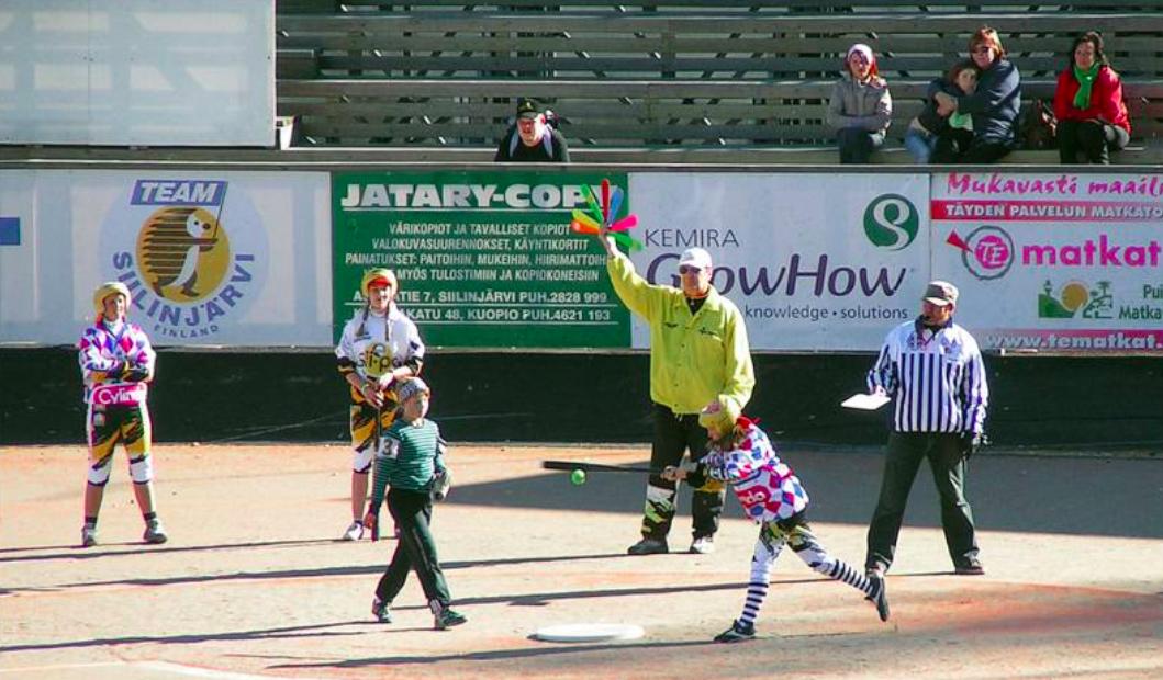 Лапта с веером, хоккей на полу и другие развлечения. Необычный спорт Финляндии - «Бейсбол»