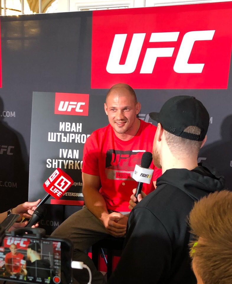 UFC в Санкт-Петербурге. Штырков попал в больницу, Олейник сразится с Оверимом. Онлайн