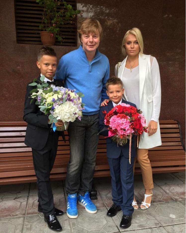 «Зубков стал счастливее». Все о романе баскетболиста и супруги солиста «Иванушек»