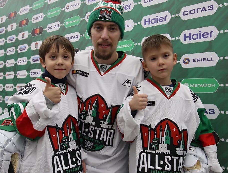 Бурдасов уедет в НХЛ. Его ждут Панарин и Бобровский