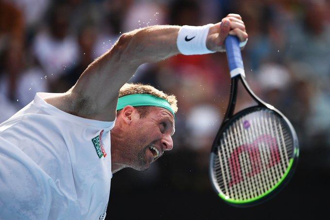 Федерер выстоял в битве с Теннисом. Роджер отыграл семь матчболов и победил Сандгрена