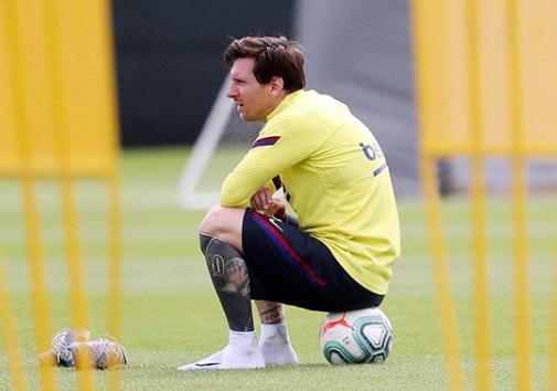 Вы не знаете, зачем Лео Месси сбрил усы? Великий аргентинец снова сменил имидж
