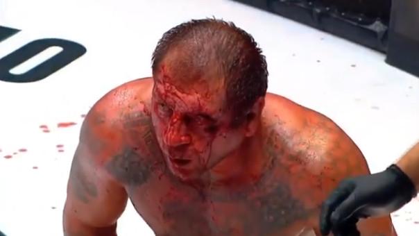 «Я сделал это намеренно». Исмаилов разбил лицо и нокаутировал Емельяненко (видео)
