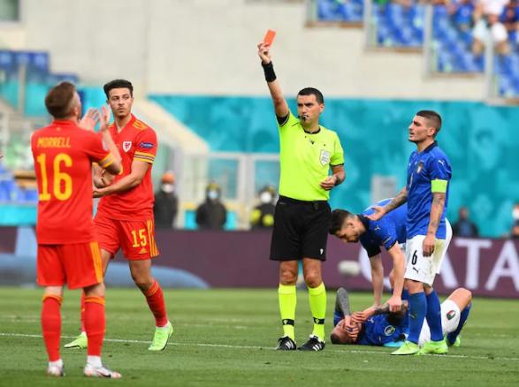 Евро-2020. Уэльс остался вдесятером во втором тайме матча с Италией