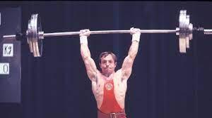 Стоит ли олимпийским тяжелоатлетам тренировать грудь?