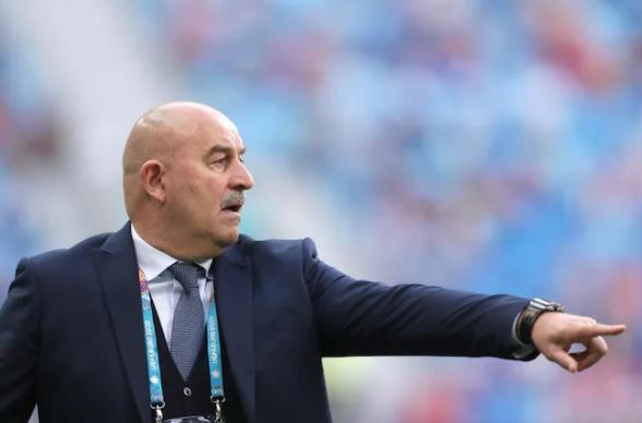 С парашютом или без? Россия провожает Черчесова из сборной