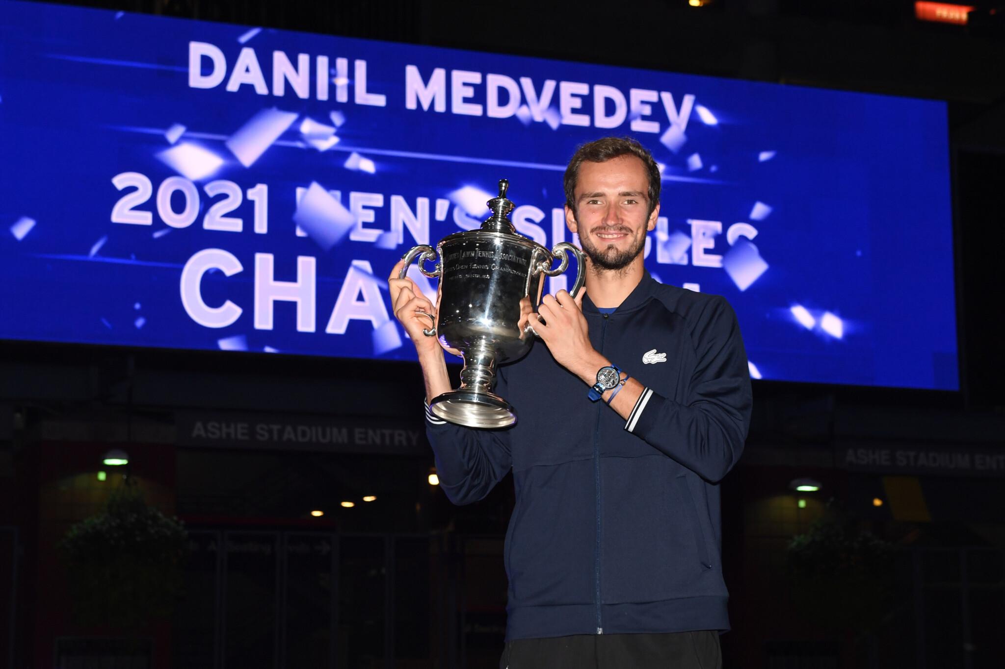 Даниил Медведев: Когда «Бавария» поздравила меня футболкой с моим именем, это было очень круто!